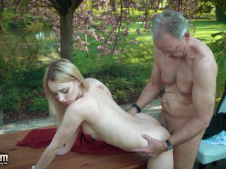Young blonde fucking cur' she swallows his cumshot