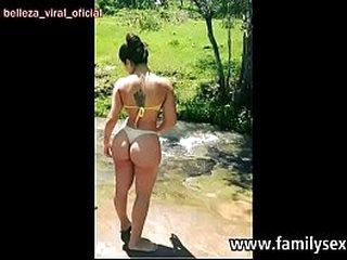 вљЎпёЏ Mi primita se moja primero en el agua, luego se moja con mi polla y leche. www.familysex.party
