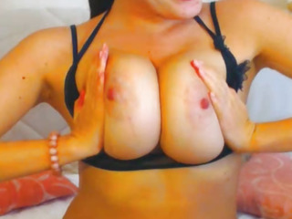 Smoking Hot Babe out of reach of Free Cam